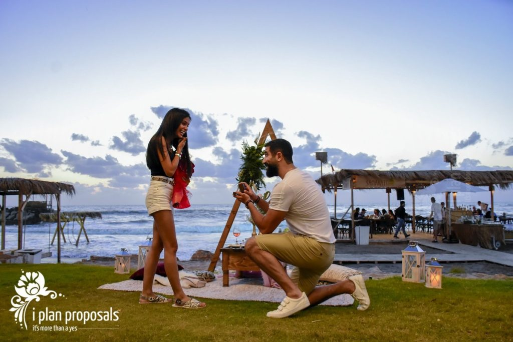 proposal decoration on the beach 3